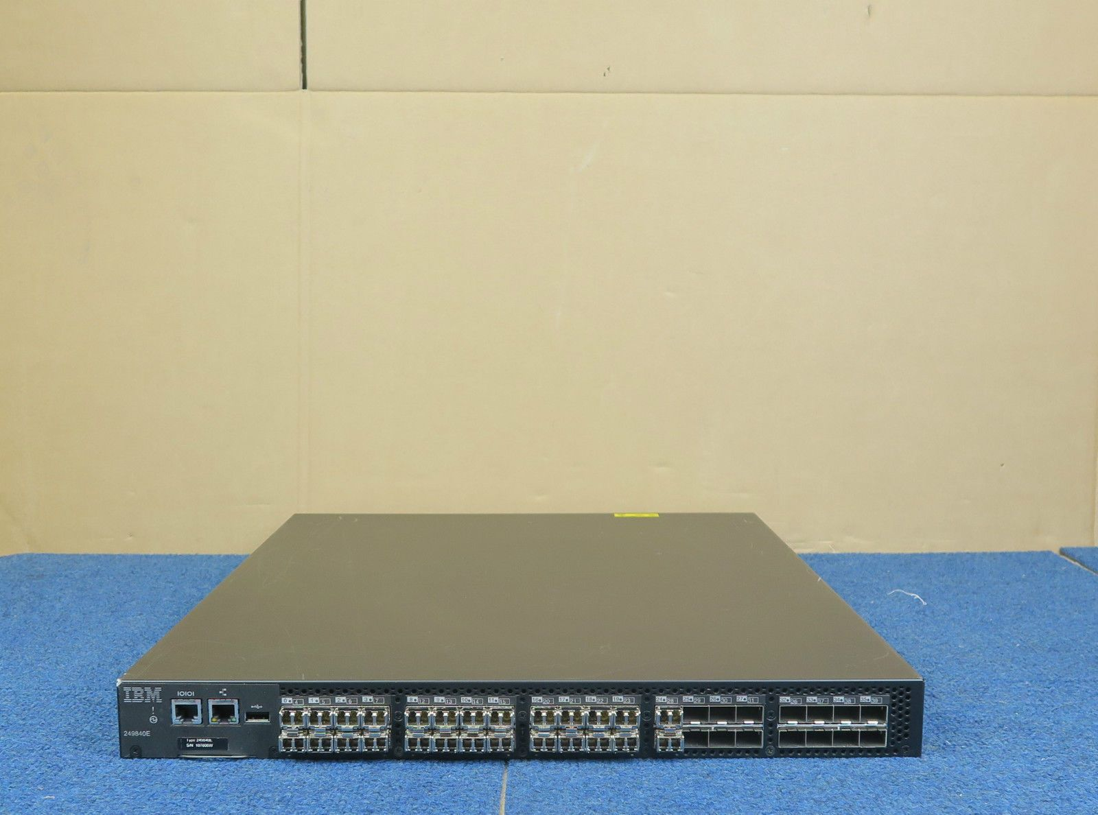IBM SAN40B-4 2498-40E 40 Port 8Gbps Fibre Channel 24 active ports 1U SAN  Switch