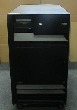 IBM eServer iSeries 9406M - 18GB, 10k x 45 SCSI HDD, 12 Cards - Storage Server
