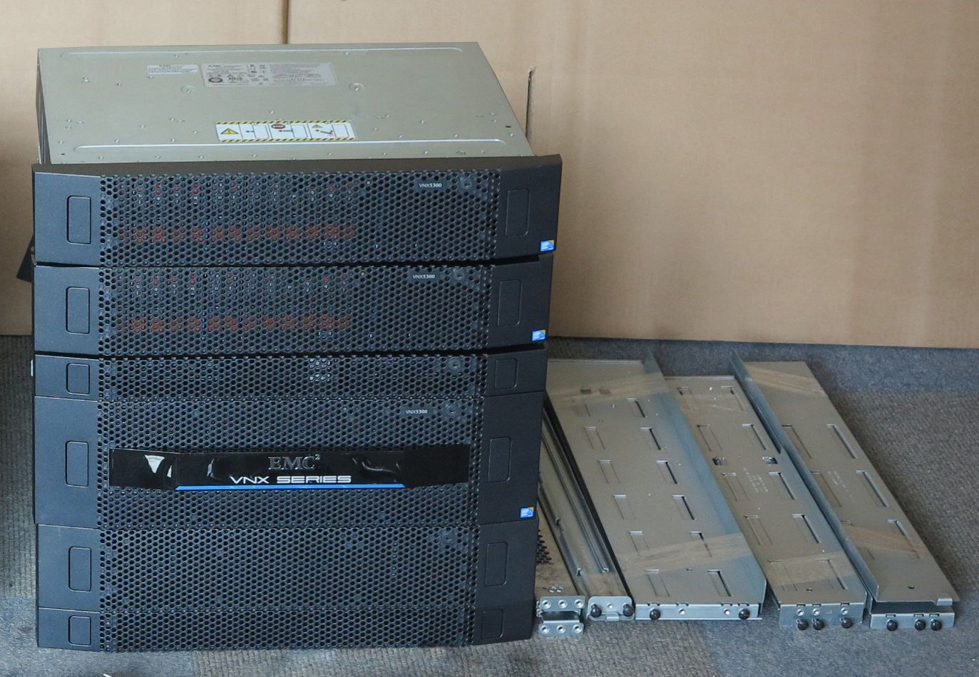 EMC VNX5300 Unified Storage Array 34 2Tb 1x Contollers, 1x Data Mover, 2x  Shelf